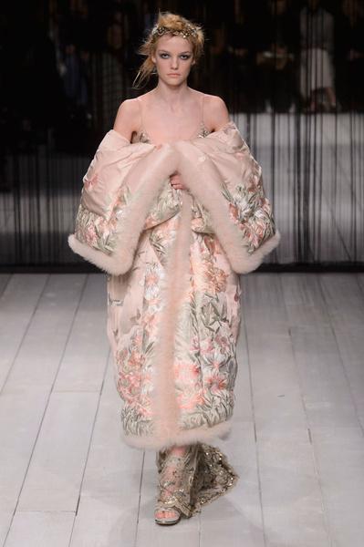 Самые красивые образы Недели моды в Лондоне | галерея [1] фото [46]