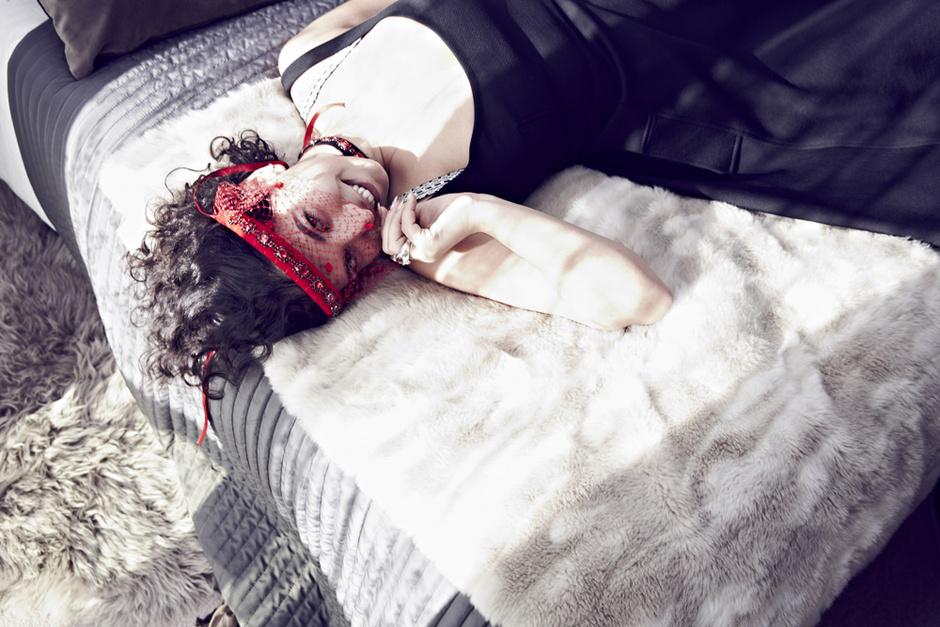 Платье, Lanvin; украшение для волос, Silver Spoon Attire