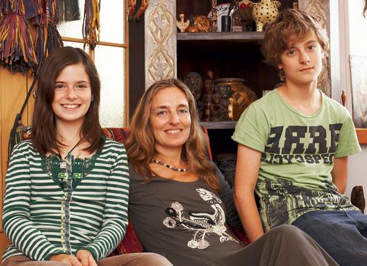 Дарья Разумихина с детьми Таей и Степой.