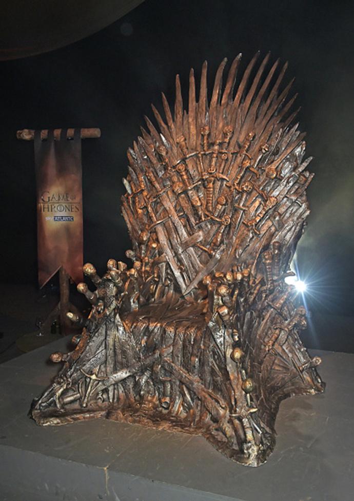 кресло из телесаги «Игры Престолов»