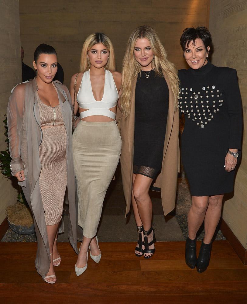 Ким Кардашьян с мамой и сестрами: фото 2015