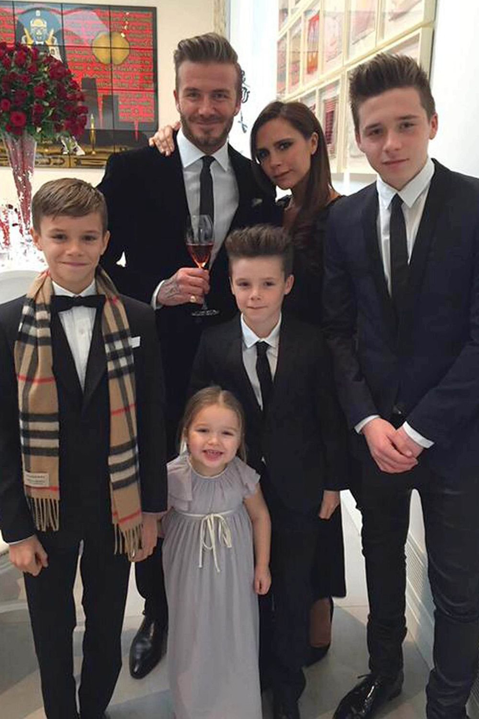 Дэвид и Виктория Бекхэм отдыхают с детьми