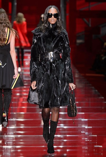 Показ Versace на Неделе моды в Милане | галерея [1] фото [18]