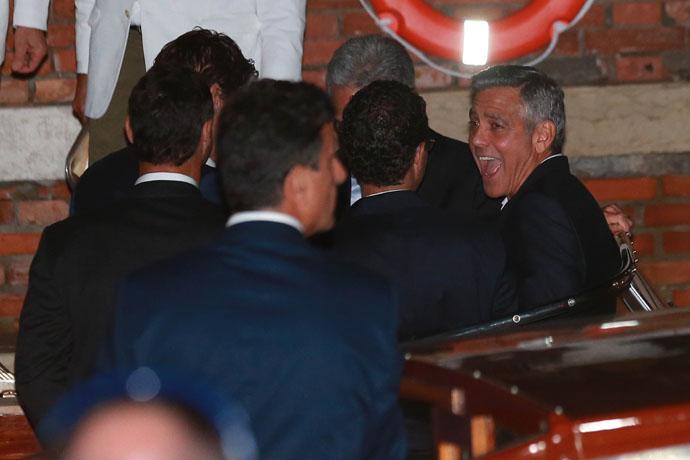 Джордж Клуни с гостями на холостяцкой вечеринке накануне свадьбы