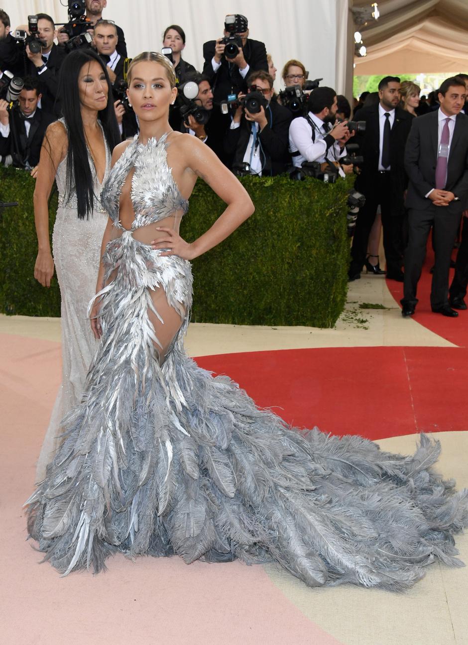 Рита Ора в платье Vera Wang