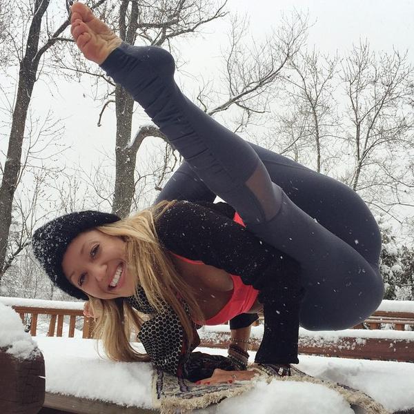 ВСТАЛА В ПОЗУ: 7 мотивирующих йога-аккаунтов | галерея [1] фото [8]
