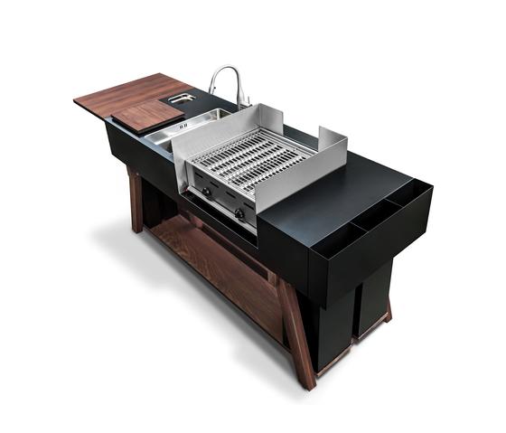 Кухонный блок bbqube с отделением для гриля, модель предназначена для использования в саду, в качестве летней кухни. OCQ, www.o-c-q.com
