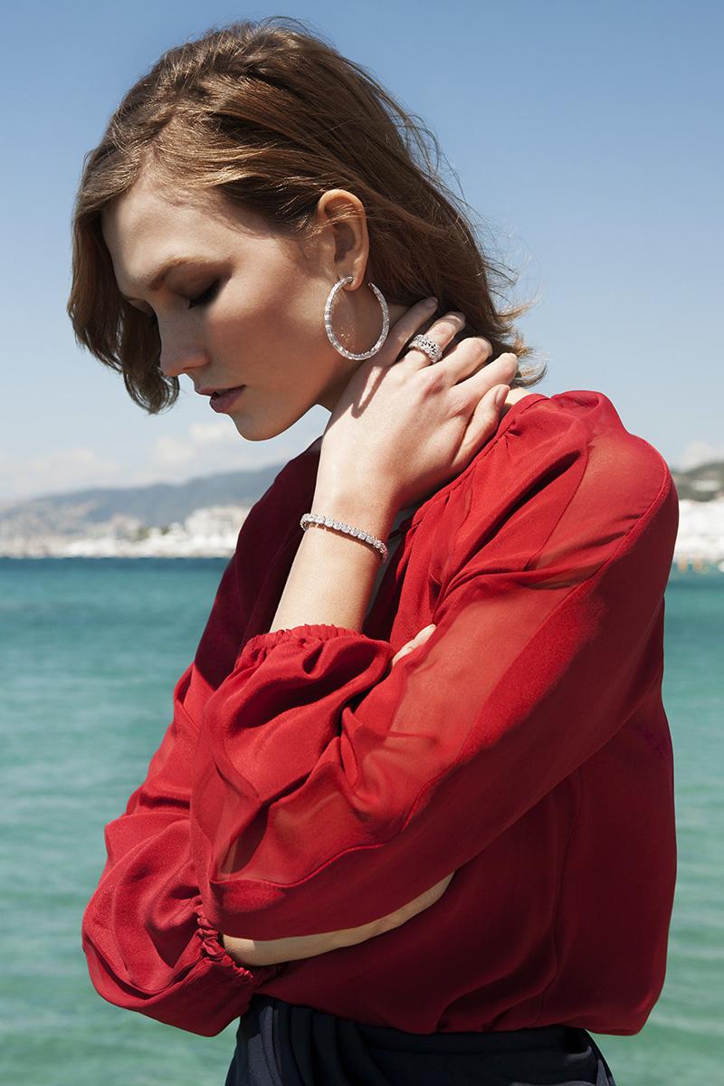 Топ-модель Карли Клосс; кольцо, серьги, браслет Red Carpet, белое золото, бриллианты, все — Chopard