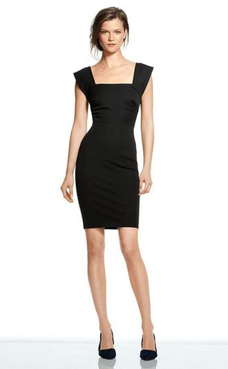 Черное обтягивающее платье на вечер