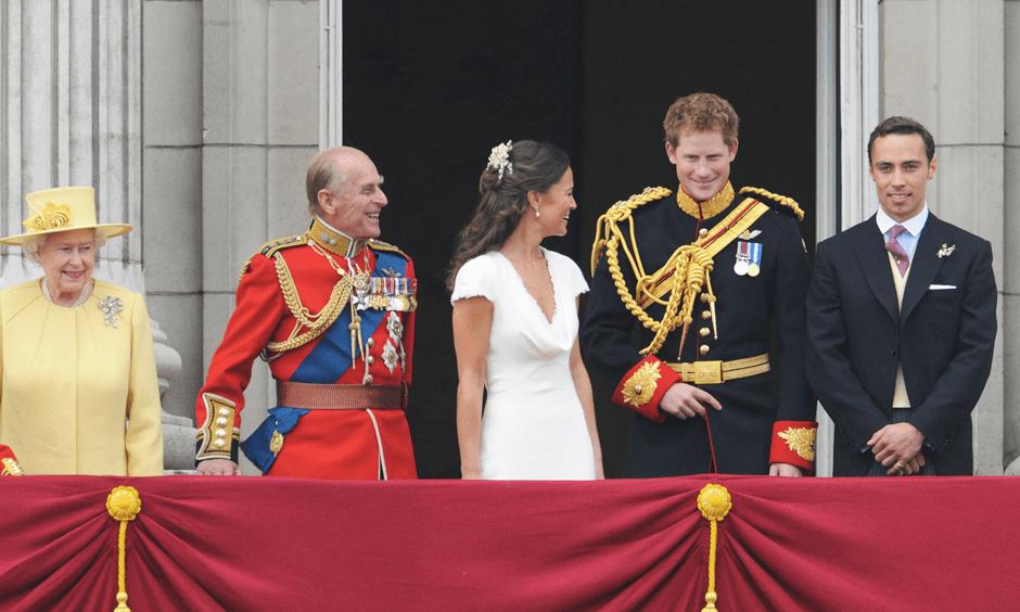 Елизавета II, принц Филипп, Пиппа Миддлтон, принц Гарри, Джеймс Миддлтон