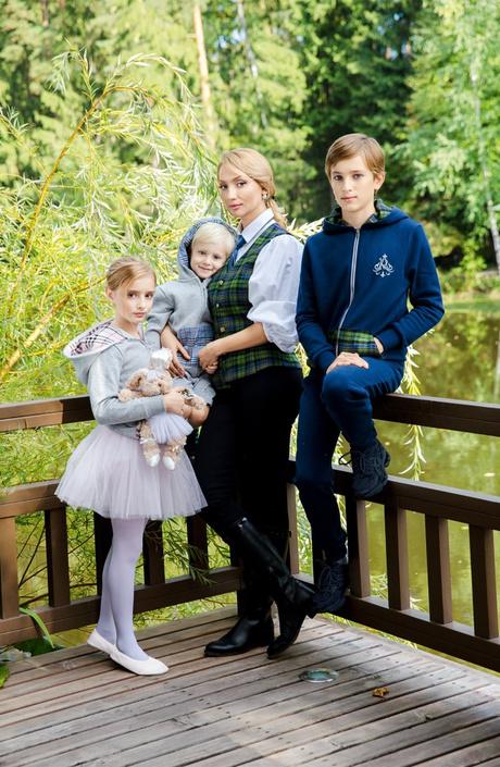 Российских школьников оденут в форму A LA RUSSE Anastasia Romantsova