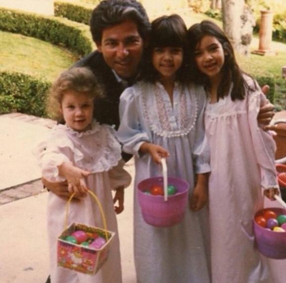 Ким Кардашьян с отцом и сестрами Кортни и Хлое