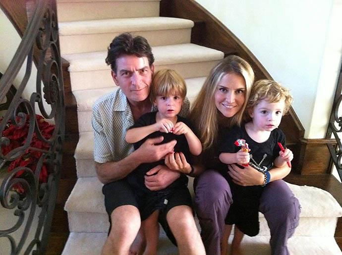Чарли Шин с экс-супругой Брук Мюллер и детьми Бобом и Максом
