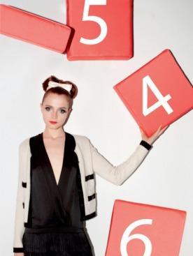 Жакет, Moncler; платье из шелка, Gold Case; ободок из атласа, Alexis Mabile; сумочка из  бархата, Moschino Cheap & Chic; ботильоны, Emporio Armani