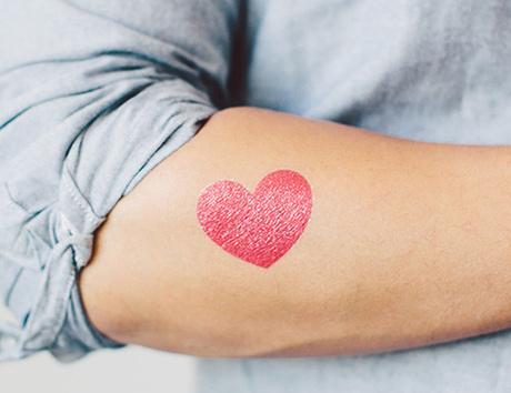 Коллекция дизайнерских татуировок Tattly