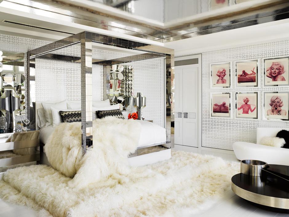 Спальня. Кровать, дизайн Пола Эванса, 1970-е годы. На стене — серия портретов Мэрилин Монро фотографа Берта Штерна, сделанных в 1962 году. Покрывало и ковер, монгольская овчина.