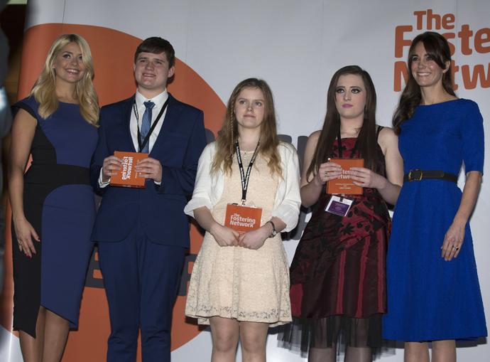 Кейт Миддлтон вручила награды воспитанникам приемных семей