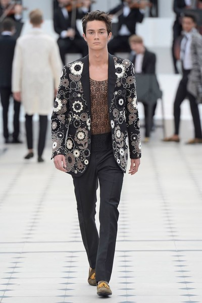 Показ Burberry Prorsum на Неделе мужской моды в Лондоне | галерея [2] фото [30]