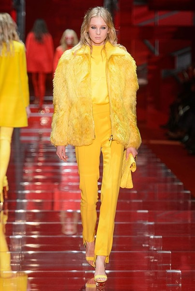 Показ Versace на Неделе моды в Милане | галерея [1] фото [6]