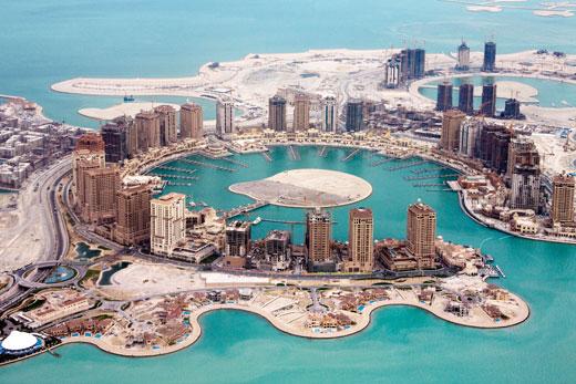Небоскребы, выросшие в пустыне, на берегу Персидского залива, — облик нового Ближнего Востока