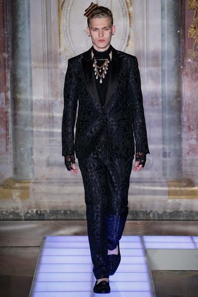 Во Флоренции прошел показ мужской коллекции Moschino | галерея [2] фото [21]