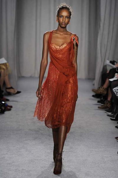 15 лучших красных платьев из осенне-зимних коллекций | галерея [2] фото [2]