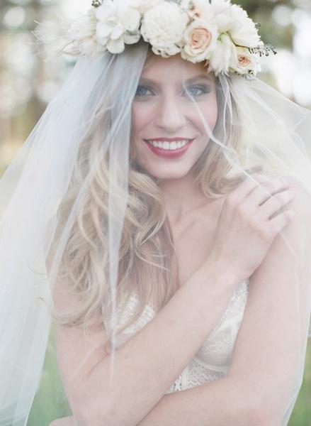 Как украсить цветами свадебную прическу? | галерея [1] фото [3]