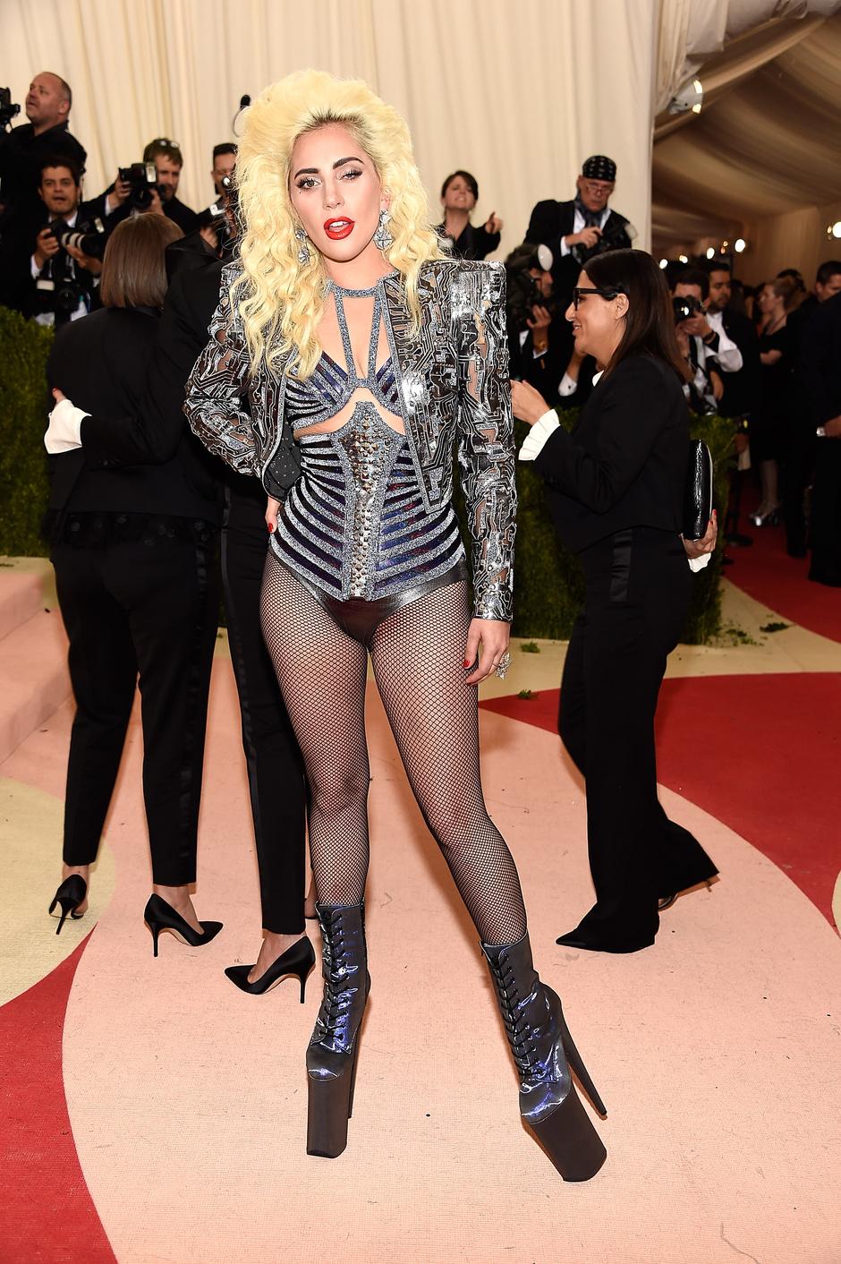 Леди Гага в Versace