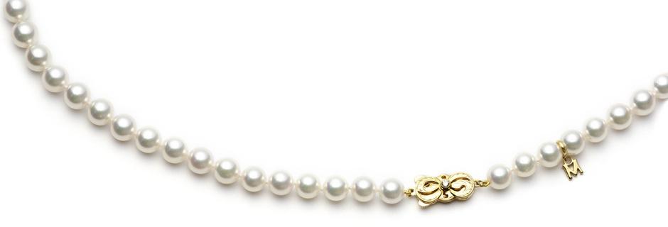 Колье, желтое золото, жемчуг, бриллиант, Mikimoto, 220 800 руб.