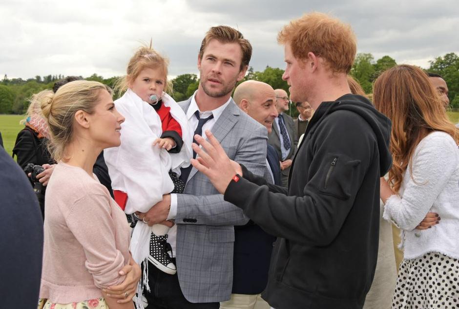 Эльза Патаки, Крис Хемсворт с дочерью и принц Гарри