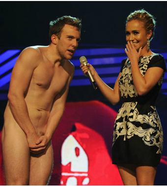 Неожиданный выход на сцене MTV EMA 2011