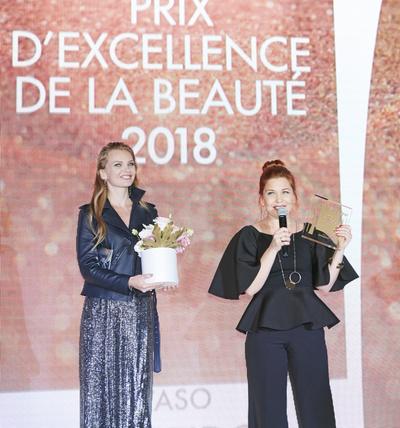 Смотреть Журнал Marie Claire наградил лауреатов Prix dExcellence de la Beaute 2019 видео