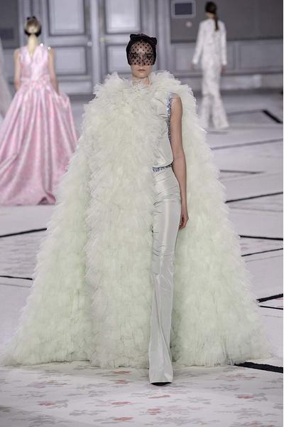 Показ Giambattista Valli Haute Couture | галерея [1] фото [16]