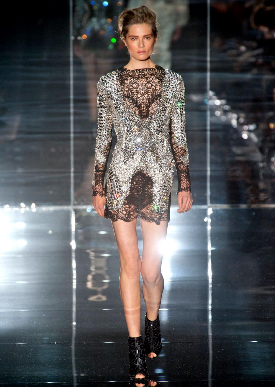 платье tom ford из алюминия и кристаллов swarovski за 2 900 000 руб