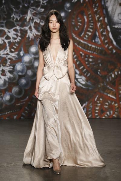 Самые роскошные вечерние платья Недели моды в Нью-Йорке | галерея [2] фото [7]