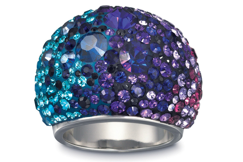 Кольцо Chic Purple Blue — один из бестселлеров Swarovski.