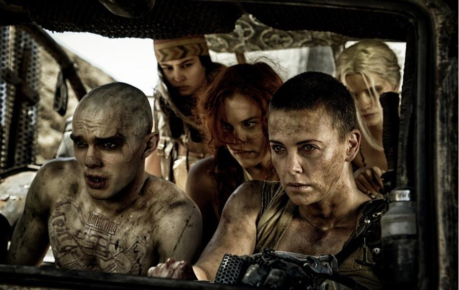Шарлиз Терон и Рози Хангтингтон-Уайтли в трейлере фильма «Безумный Макс: дорога ярости»