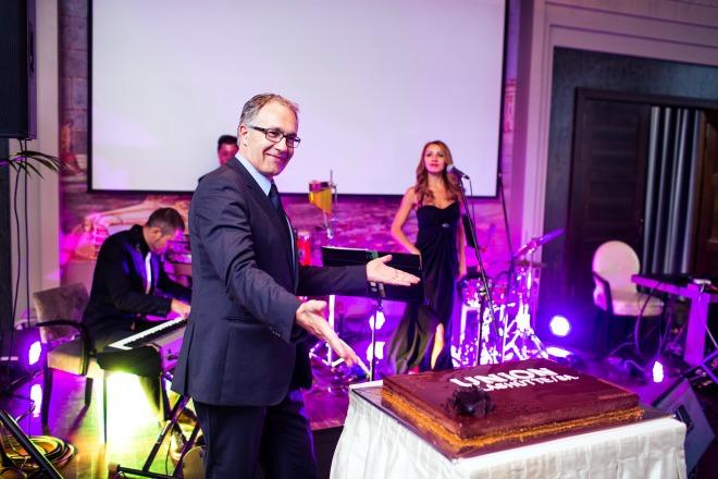на открытие в москву прибыл президент бренда адриан боссард
