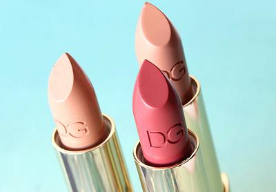 Три оттенка помады: изысканный пудровый Nude Monica, нежно-розовый True Monica и мягкий бледно-розовый Gentle Monica.