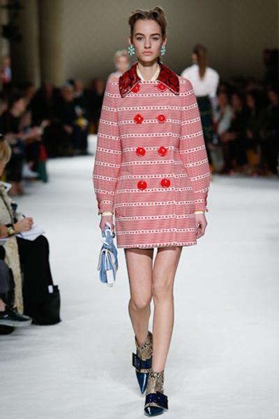 Неделя моды в Париже: показ Miu Miu pret-a-porter осень-зима 2015/16 | галерея [1] фото [24]