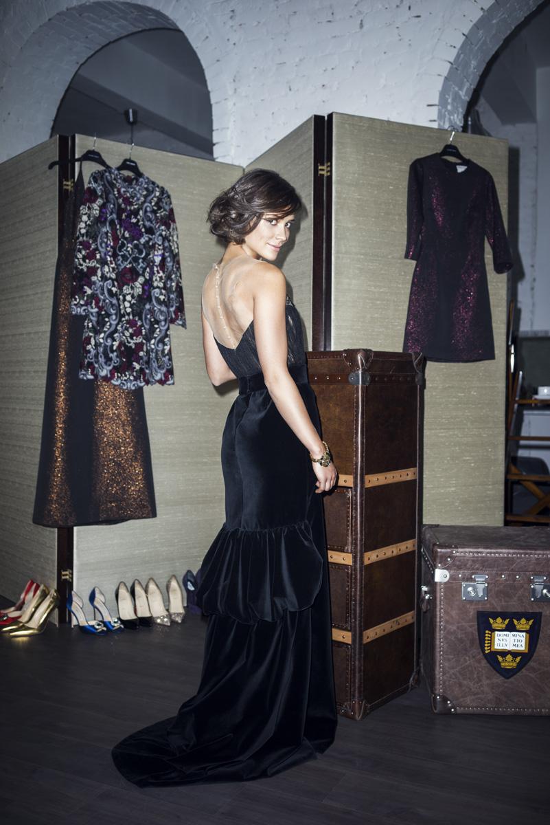 Платье, Yanina Couture; браслет, Oscar de la Renta