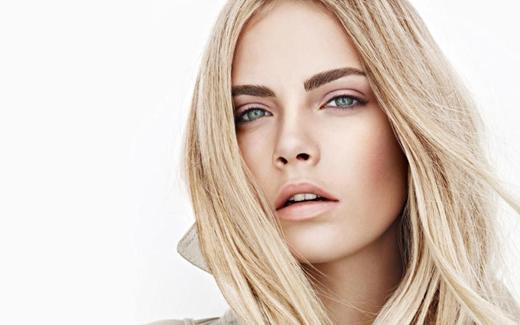 Кара Делевинь в рекламной кампании Burberry