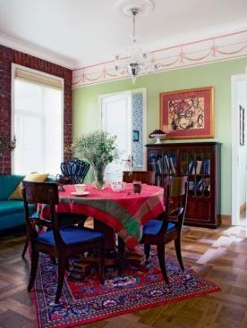 В гостиной хватает места четырем поколениям семьи