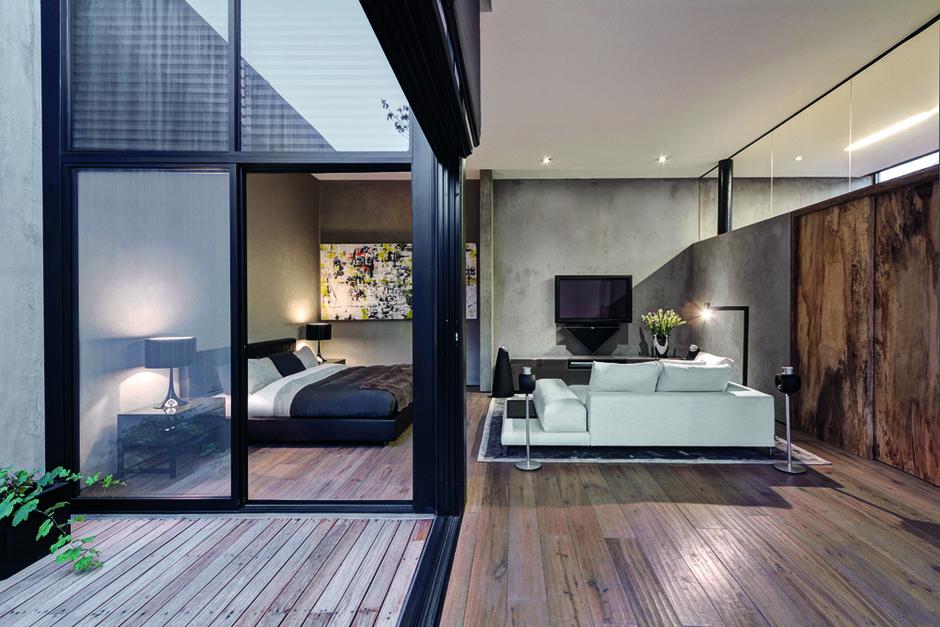 Спальня соединяется с зоной гостиной. Диван Hamilton Island, приставные столики Leger и ковер Dibbets Frame, дизайн Родольфо Дордони.