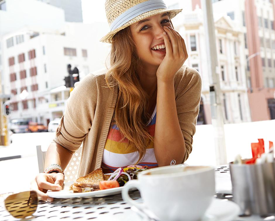 неприятный запах изо рта у женщин причины