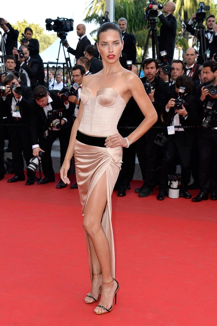 Стиль Адрианы Лимы: платье-бюстье от Alexandre Vauthier