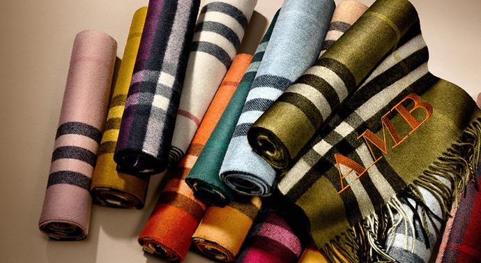 Burberry представил услугу персонализации шарфов