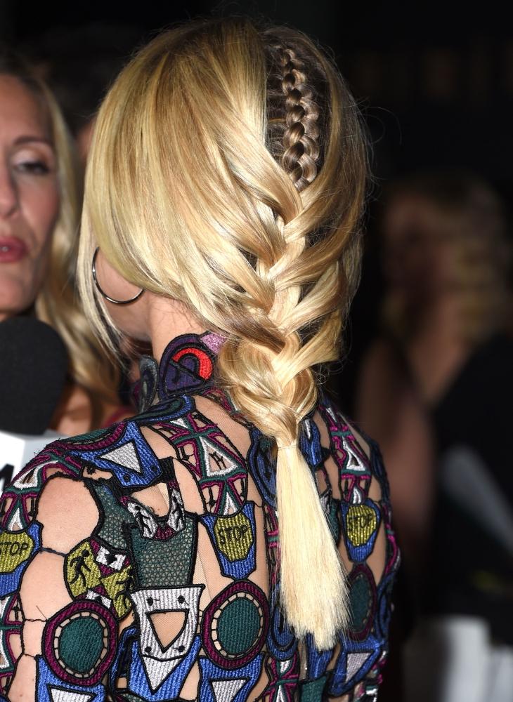 Модные прически с косами: фото