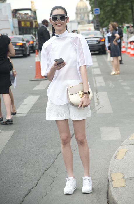 8 способов носить белые кроссовки