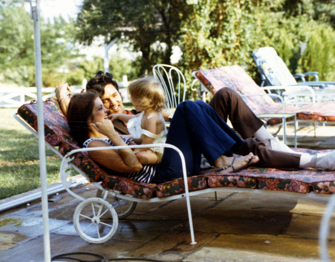 элвис с женой присциллой и дочерью лайзей марией пресли